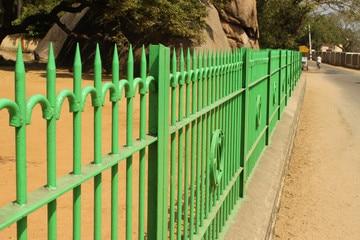 צביעת גדר עץ וברזל